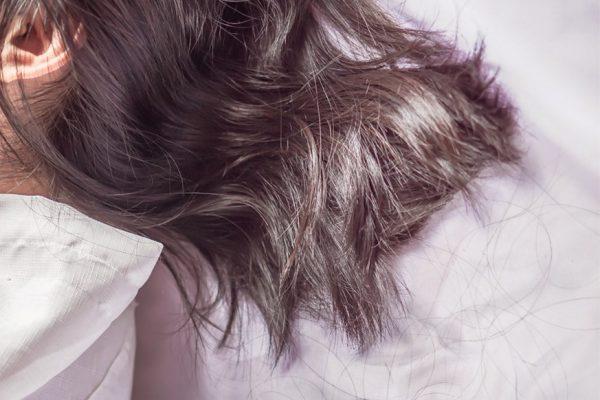 了解產後脫髮:導致脫髮原因 + 妙招改善產後脫髮